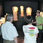 Un grupo de visitantes, en el museo arqueológico Maye. Foto: C. O.