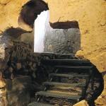 Arco lobulado islámico descubierto en el año 2000 en las primeras excavaciones realizadas en el santuario. :: PACO ALONSO / AGM