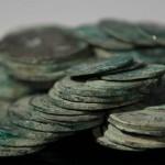 """Monedas de plata, tabaquera de oro, polea de bronce, son algunos de los tesoros de la fragata """"Nuestra Señora de las Mercedes"""" Fuente: Paco Campos/ EFE"""